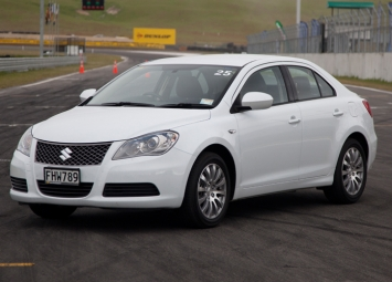 Supreme Winner: Suzuki Kizashi 2.4 GLX Sedan Manual