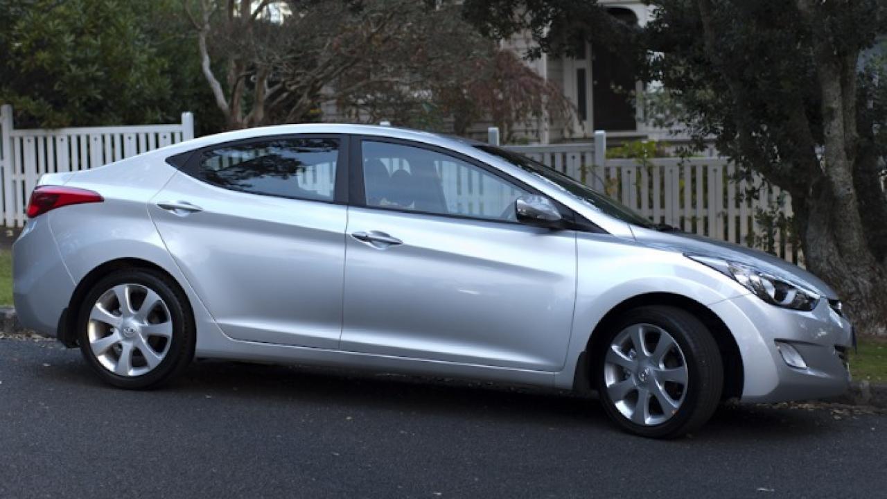 Hyundai Elantra 2011 Side