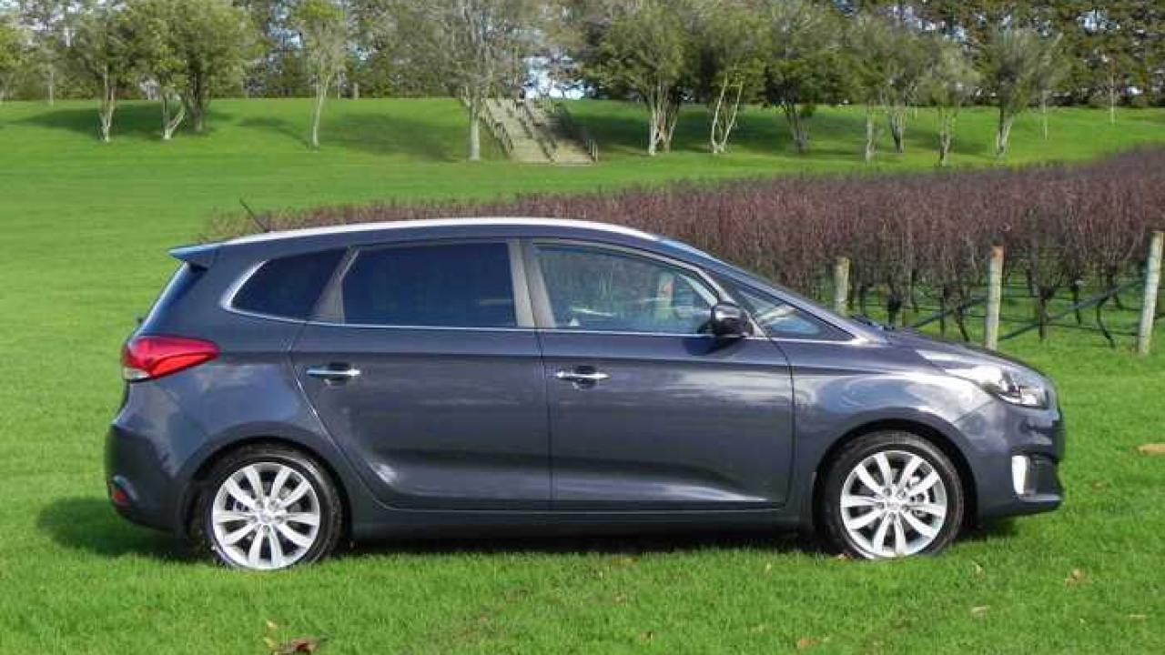 kia carens new car review 2013 aa new zealand. Black Bedroom Furniture Sets. Home Design Ideas