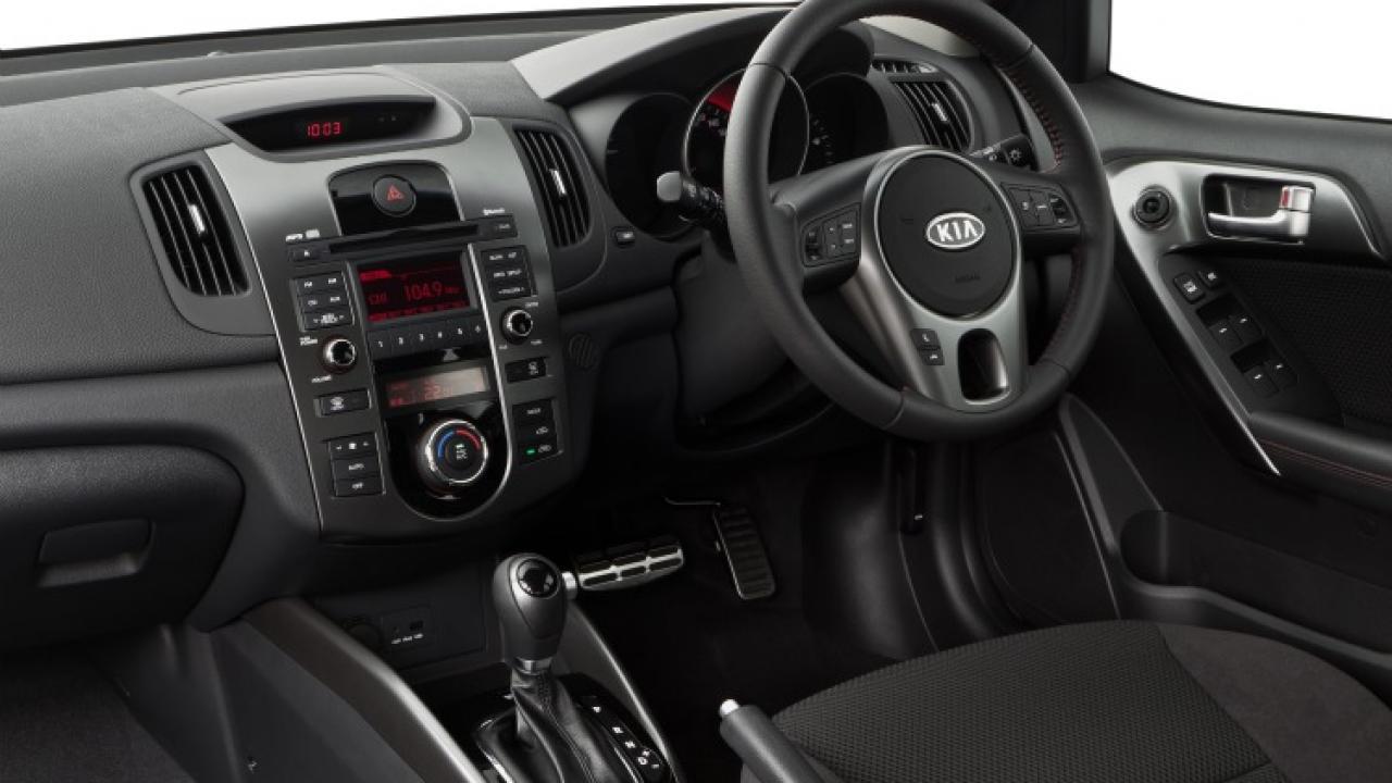 kia cerato hatch 2010 car review aa new zealand rh aa co nz kia cerato 2010 1.6 manual kia cerato 2010 manual consumo