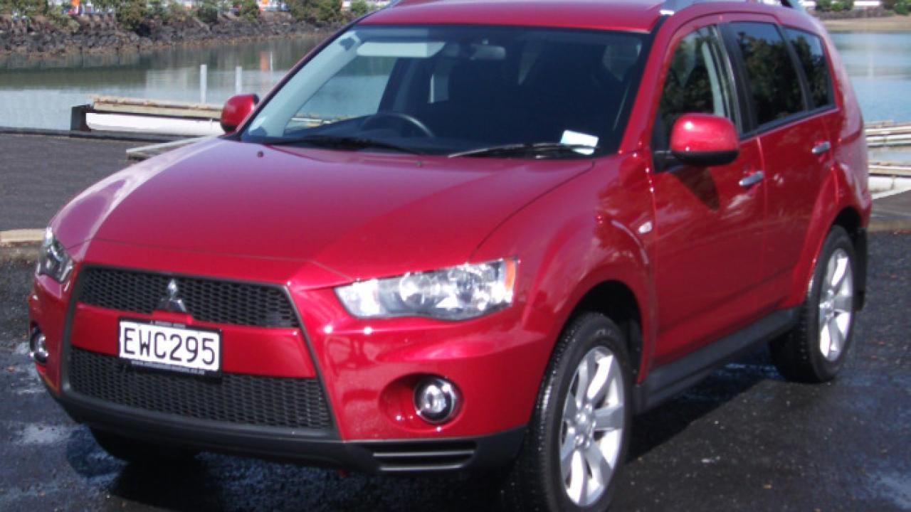 Mitsubishi Outlander 2010 Car Review | AA New Zealand