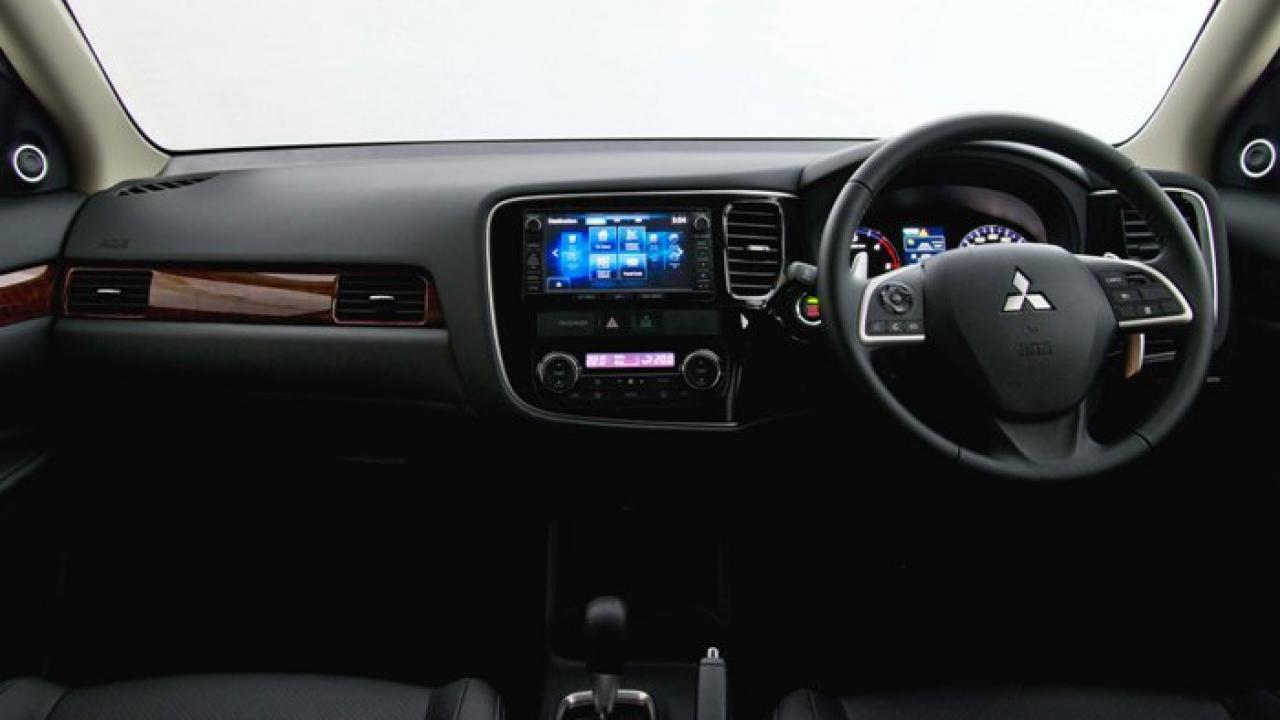 Mitsubishi Outlander 2013 car review | AA New Zealand