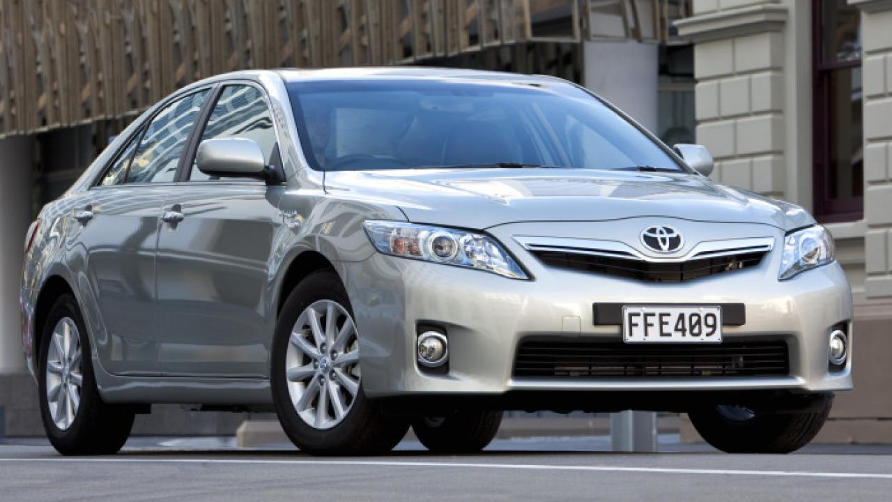 To The Untrained Eye 2010 Toyota Camry Hybrid Is Just Another Conservative Which Why This Frugal Fuel Miser So Significant