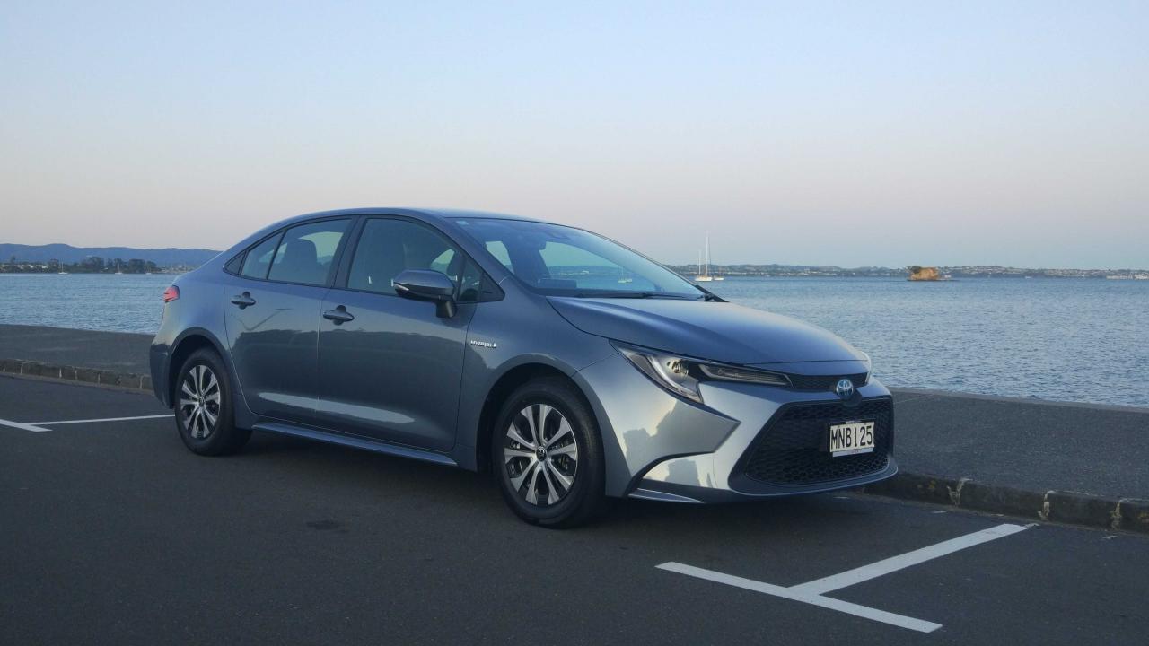 Toyota Corolla SX Hybrid 2020 Car Review