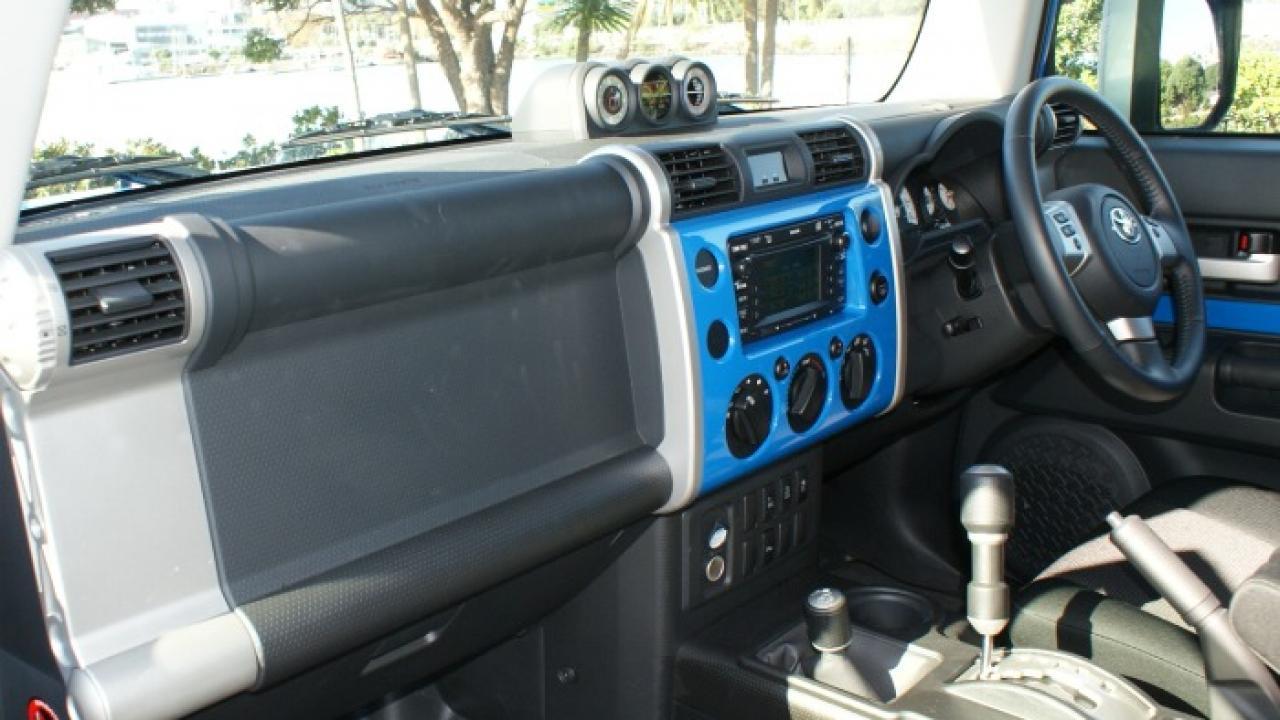 Toyota FJ Cruiser 2011 04